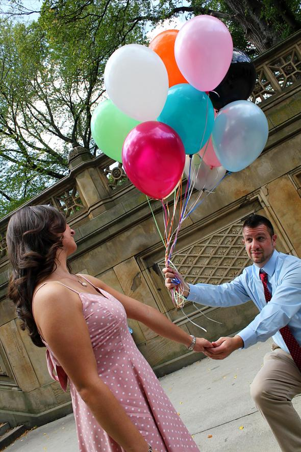 NYCCentralParkEngagementPhotos.bethesdaterrace.balloons.apicturesquememoryphotography