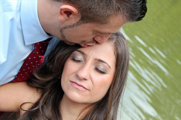 NYCCentralParkEngagementPhotos.foreheadkiss.apicturesquememoryphotography
