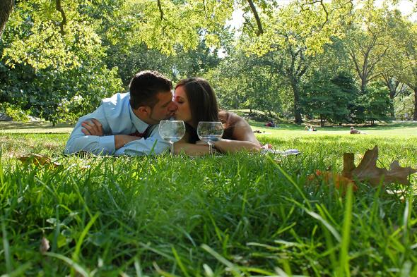 NYCCentralParkEngagementPhotos.layingingrass.apicturesquememoryphotography