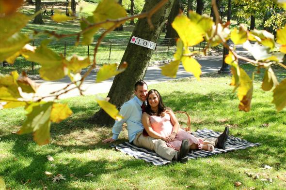 NYCCentralParkEngagementPhotos.picnic.apicturesquememoryphotography