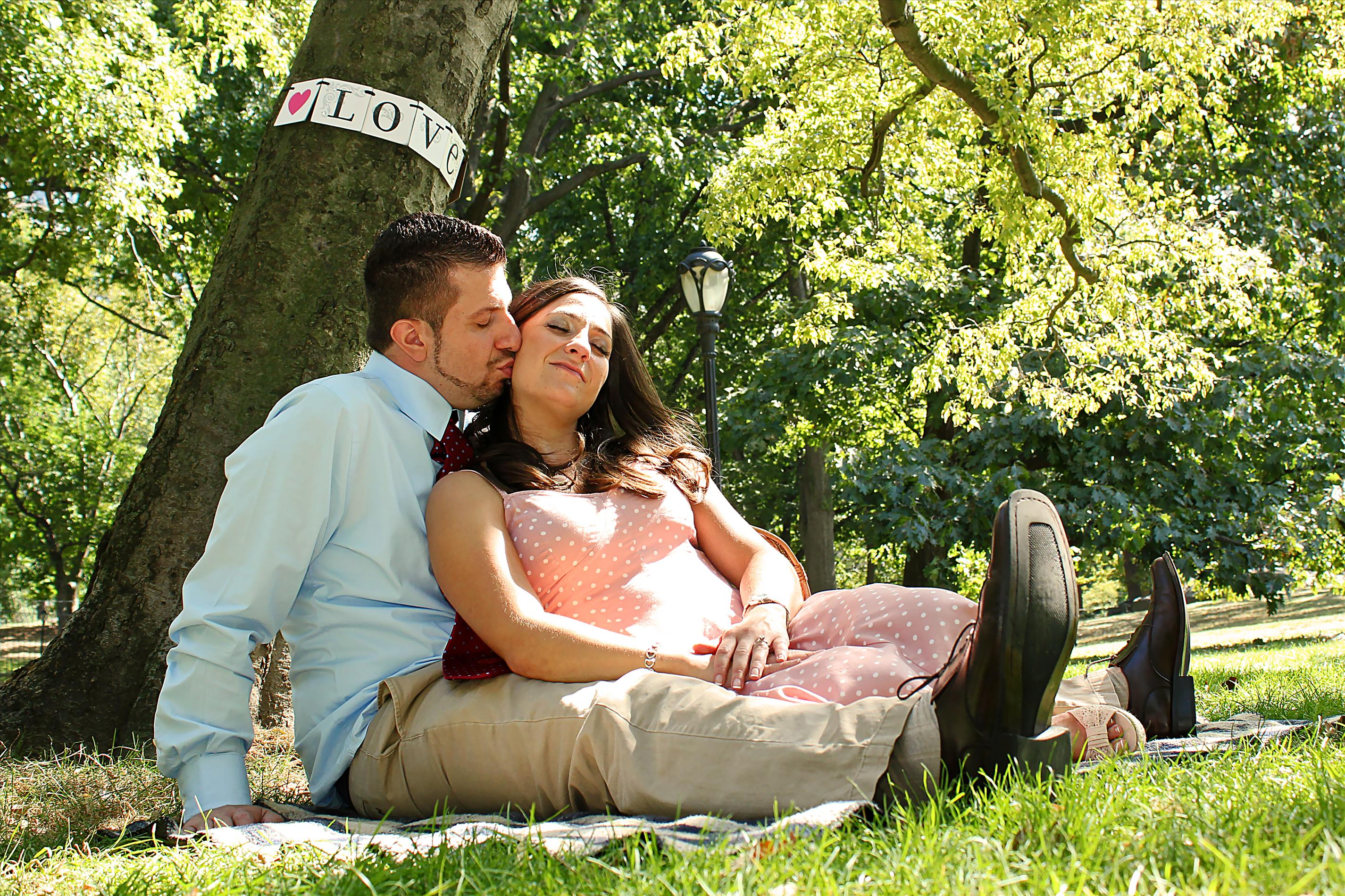 NYCCentralParkEngagementPhotos.picnickiss.apicturesquememoryphotography