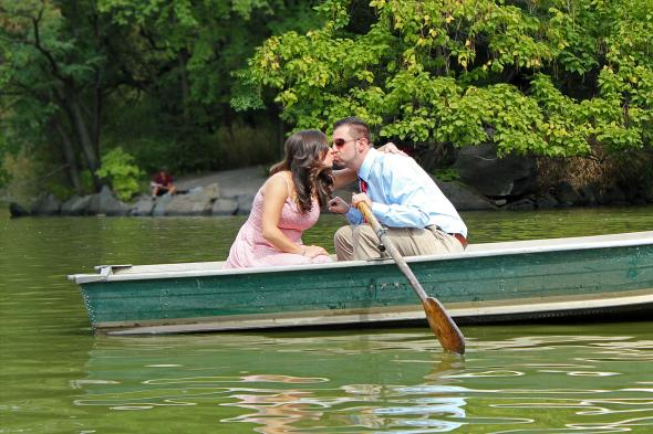 NYCCentralParkEngagementPhotos.rowboat.apicturesquememoryphotography