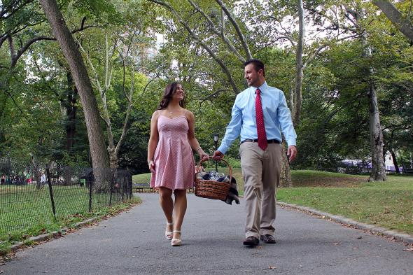 NYCCentralParkEngagementPhotos.wickerpicnicbasket.apicturesquememoryphotography1