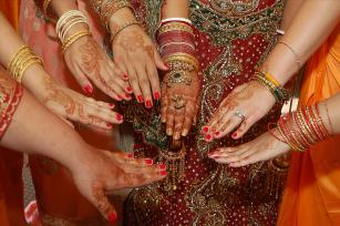 bridesmaids.henna.weddingphotos.apicturesquememoryphotography