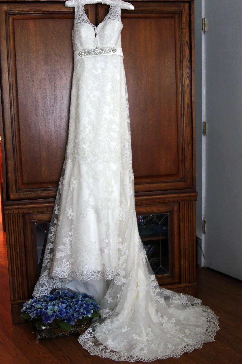 bridesdress.bridesbouquet.weddingphotos.apicturesquememoryphotography