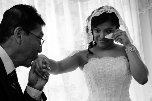 BRIDAL-PREP.WEDDING-PHOTOS.BRIDES-VEIL.FATHER-BRIDE-KISSING-BRIDE.A-PICTURESQUE-MEMORY-PHOTOGRAPHY.WEDDING-PHOTOGRAPHER
