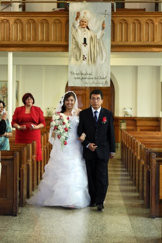 brides-procession.wedding-ceremony.a-picturesque-memory-photography.wedding-photos