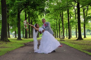 wedding-photos.bride-and-groom-in-park.a-picturesque-memory-photography.wedding-photographer