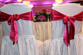 wedding-reception.bride-and-grooms-table.wedding-photos.a-picturesque-memory-photography