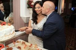 weddingengagementparty_brideandgroom_cakecutting
