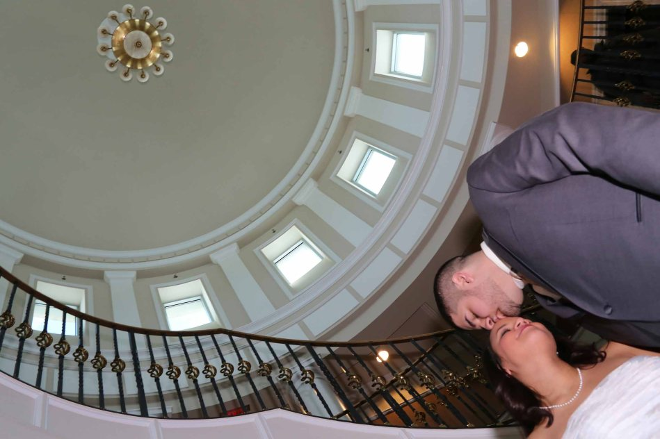 bride and groom kiss-nj wedding photography-perth amboy municipal court