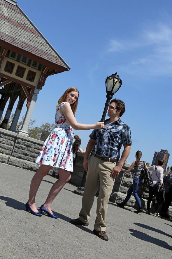 engagementphotos_weddingphotography_nycengagementphotography_centralparkphotoshoot_apicturesquememoryphotography_streetlamp