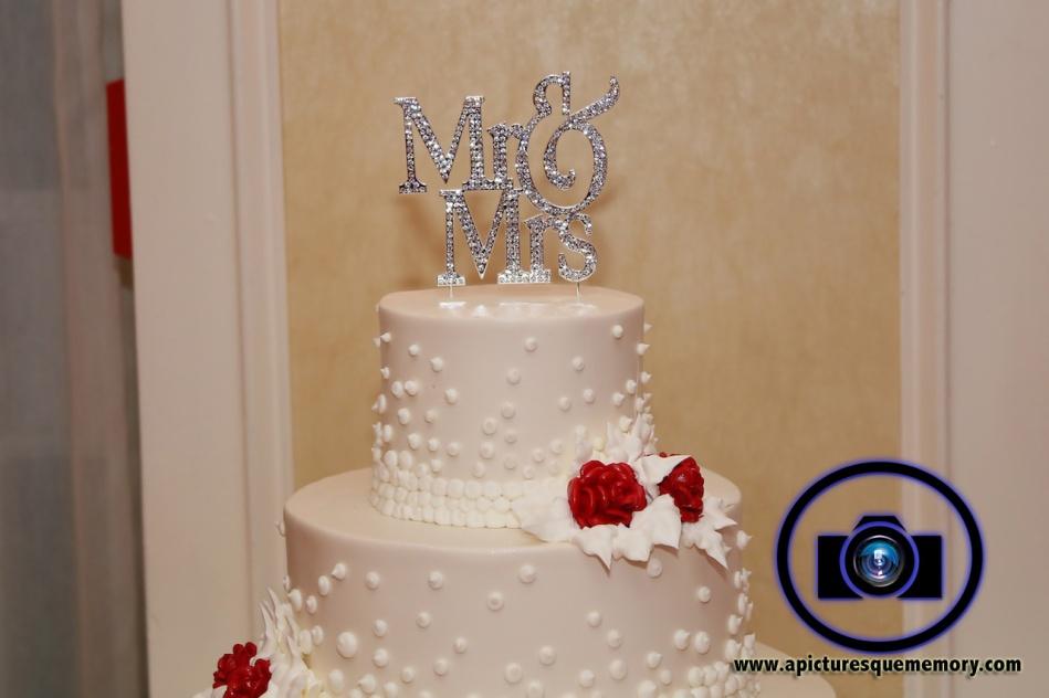 cake topper at bridgewater manor wedding photos by NJ wedding photographer apicturesquememoryphotography