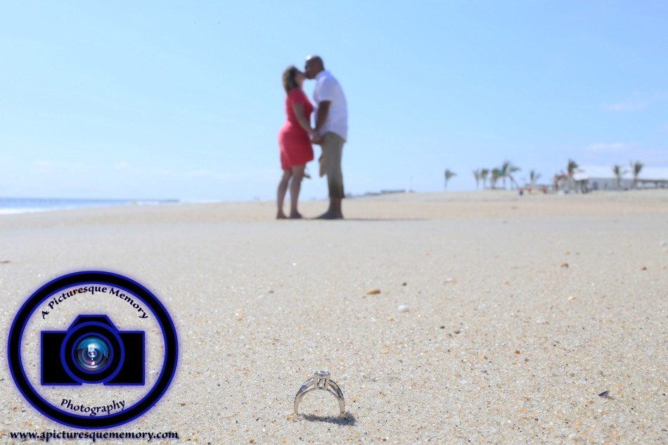 #engagementphotos #engaged #seabrightbeach #weddingphotographer #weddingphotography #apicturesquememoryphotography #njwedding #njphotographer #engagementring